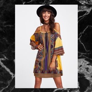 Dresses & Skirts - 🖤YELLOW PRINT KIMONO SLEEVE DRESS SZ S🖤